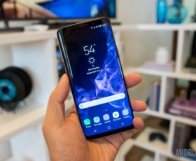 New Samsung Galaxy S9 and S9+ Deliver Cool Camera, Emoji, AI Features