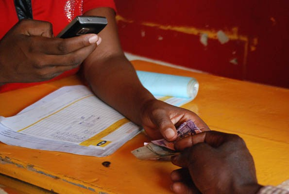 """Mobile Money: CBN Seeks Middle Ground Between Telcos and Banks, Proposes """"Payment Service Banks"""""""