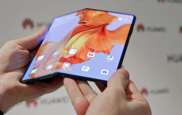 Huawei Mate X Foldable Feels Like Using a Tablet, but has a High $2,600 Price Tag
