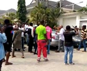 Uber Drivers March on Lagos VIS Office to Protest Harassment and Clamp Down on Operations