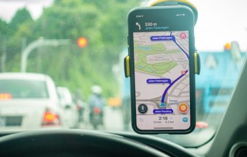 Waze vs Maps: Comparing Two of Google's Finest GPS Apps
